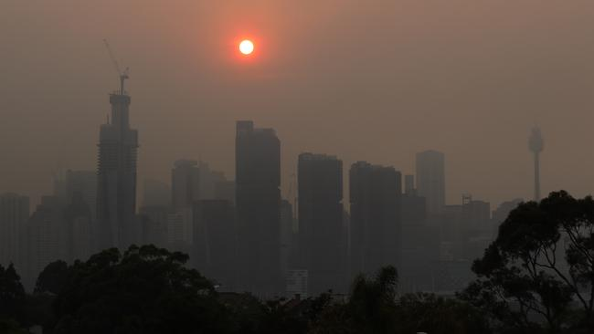 Apocalyptic conditions: Smoke from bushfires obscure the Sydney skyline. Picture: Dylan Coker/AAP