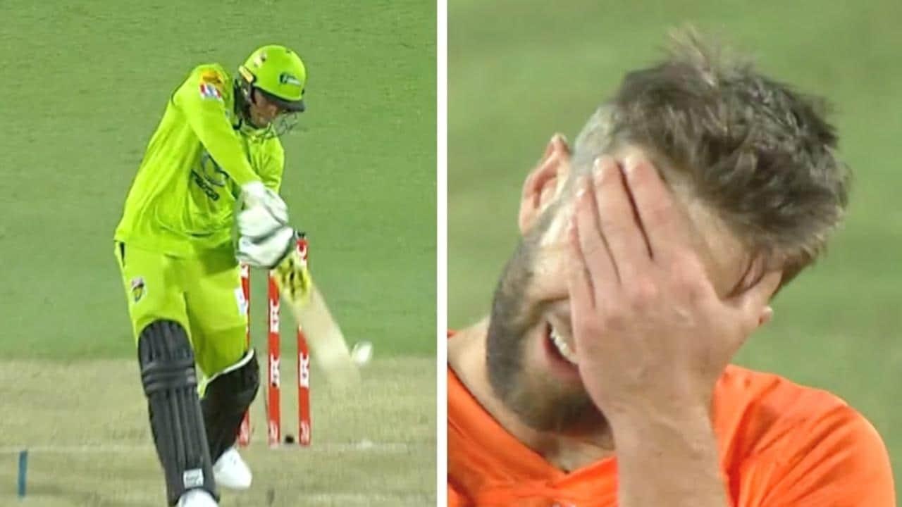 Cricket world erupts at 'criminal' umpiring decision in Big Bash League thriller – NEWS.com.au