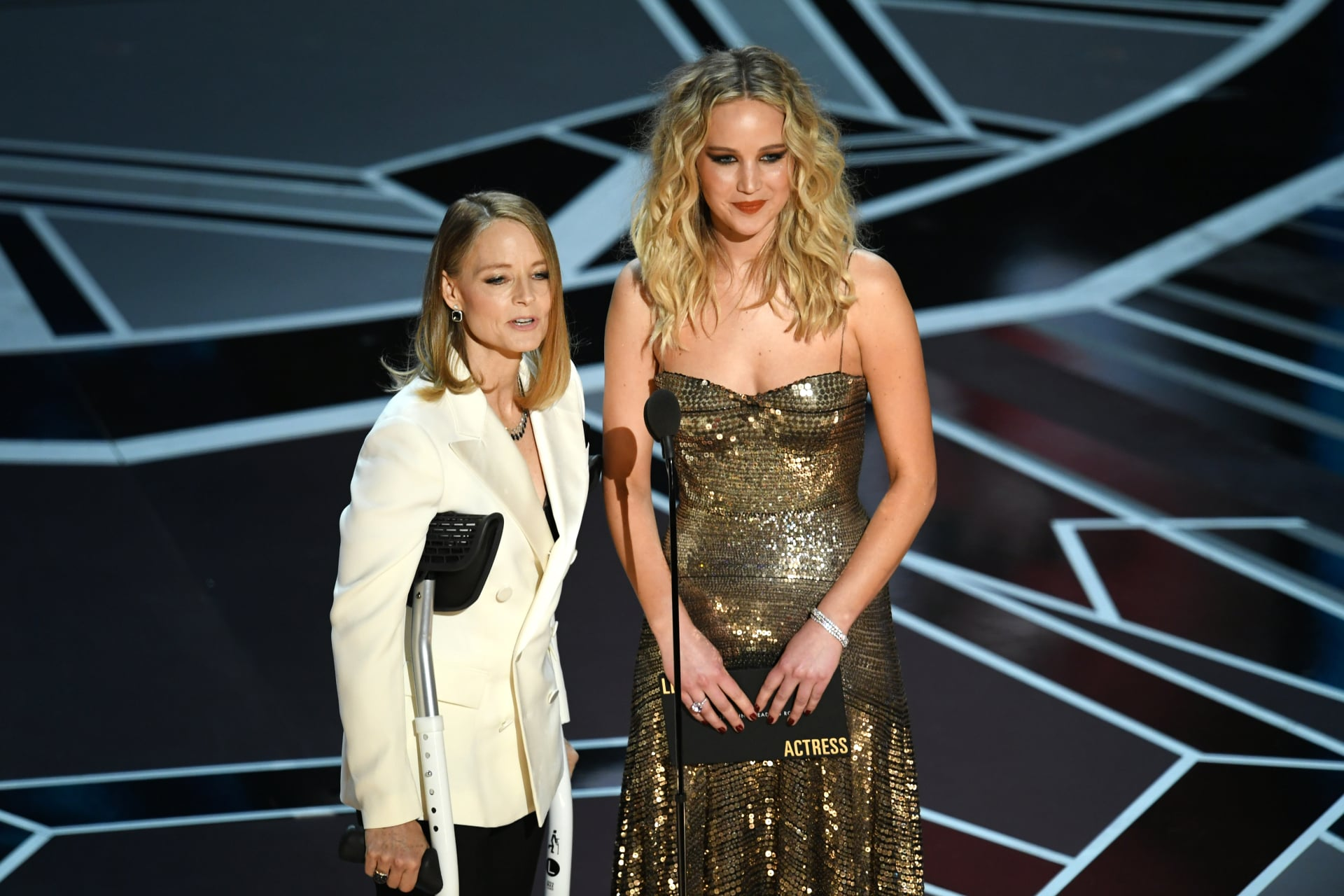 Jennifer Lawrence and Jodie Foster just presented the Best Actress Oscar instead of Casey Affleck