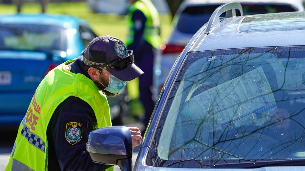 Police checking interstate motorists travelling into NSW from Victoria. Picture: NCA NewsWire / Simon Dallinger