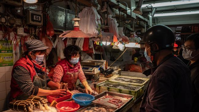Residents wearing face masks purchase seafood at a wet market on January 28, 2020 in Macau, China. Picture: Anthony Kwan/Getty Images