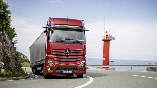 Mercedes-Benz Actros trucks with advanced digital mirrors on the way.