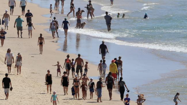 Hundreds of people pack Gold Coast beach