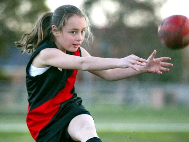 Nicola Stevens playing for Pascoe Vale's Under 10s team.