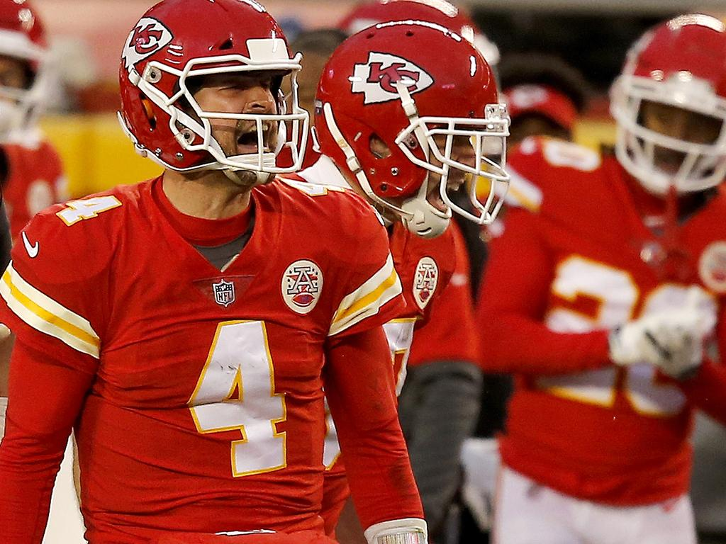 KANSAS CITY, MISSOURI - JANUARY 17: Quarterback Chad Henne #4 of the Kansas City Chiefs celebrates after a play late in the fourth quarter of the AFC Divisional Playoff game against the Cleveland Browns at Arrowhead Stadium on January 17, 2021 in Kansas City, Missouri. (Photo by David Eulitt/Getty Images)