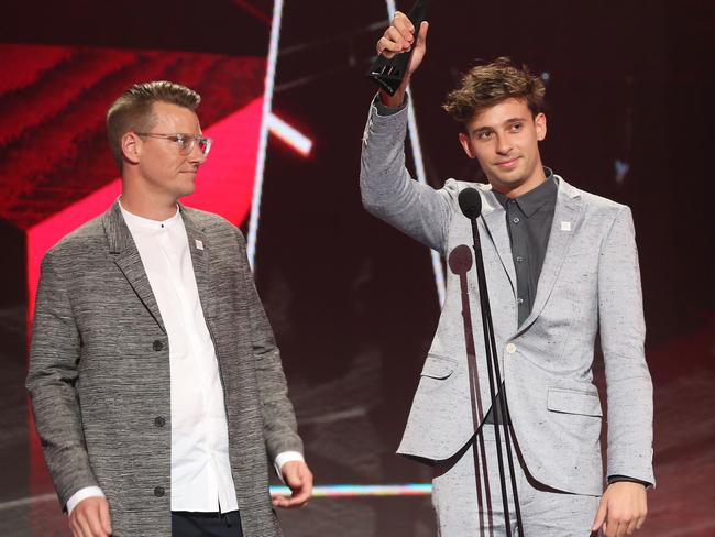 Flume accepts an ARIA for Best Independent Release. Picture: Getty