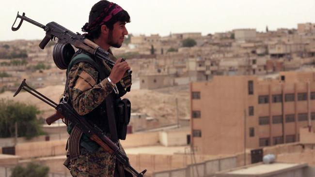 The US says it was protecting rebel Syria Democratic Forces (SDF) which are fighting against IS to regain cities in Syria.