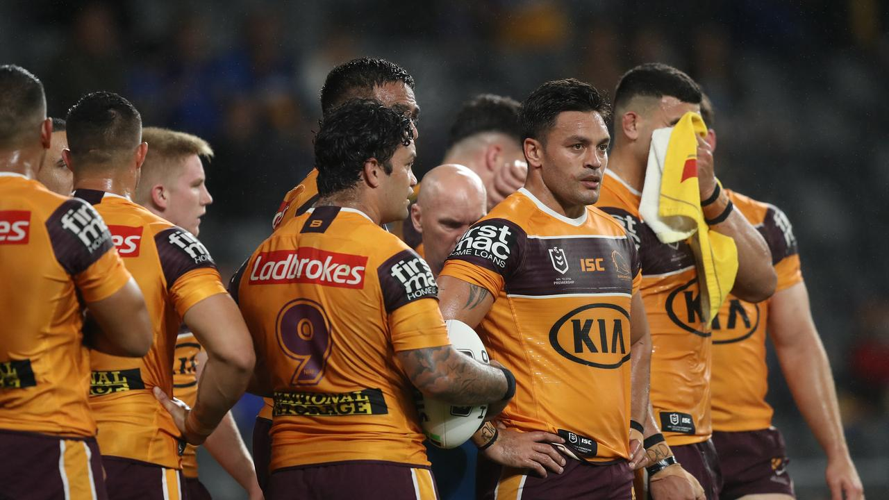 Broncos players after an Eels try