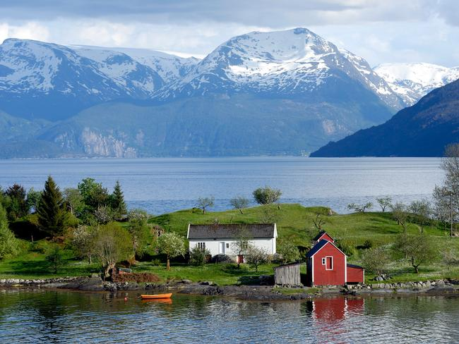 Visit Hardangerfjord in Norway on Koningsdam.