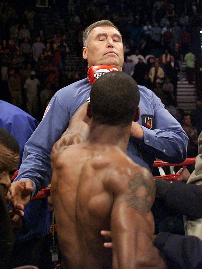 Judah infamously threatens referee Jay Nady after objecting to his stoppage against Tszyu.