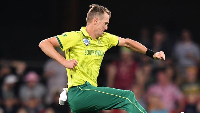 South African Chris Morris has signed with Sydney Thunder.