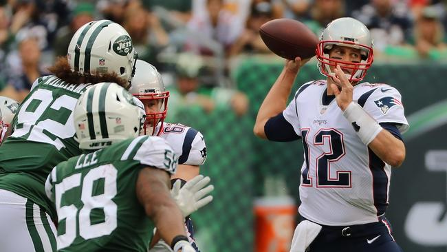 Tom Brady set the NFL record for regular- season victories against the Jets.
