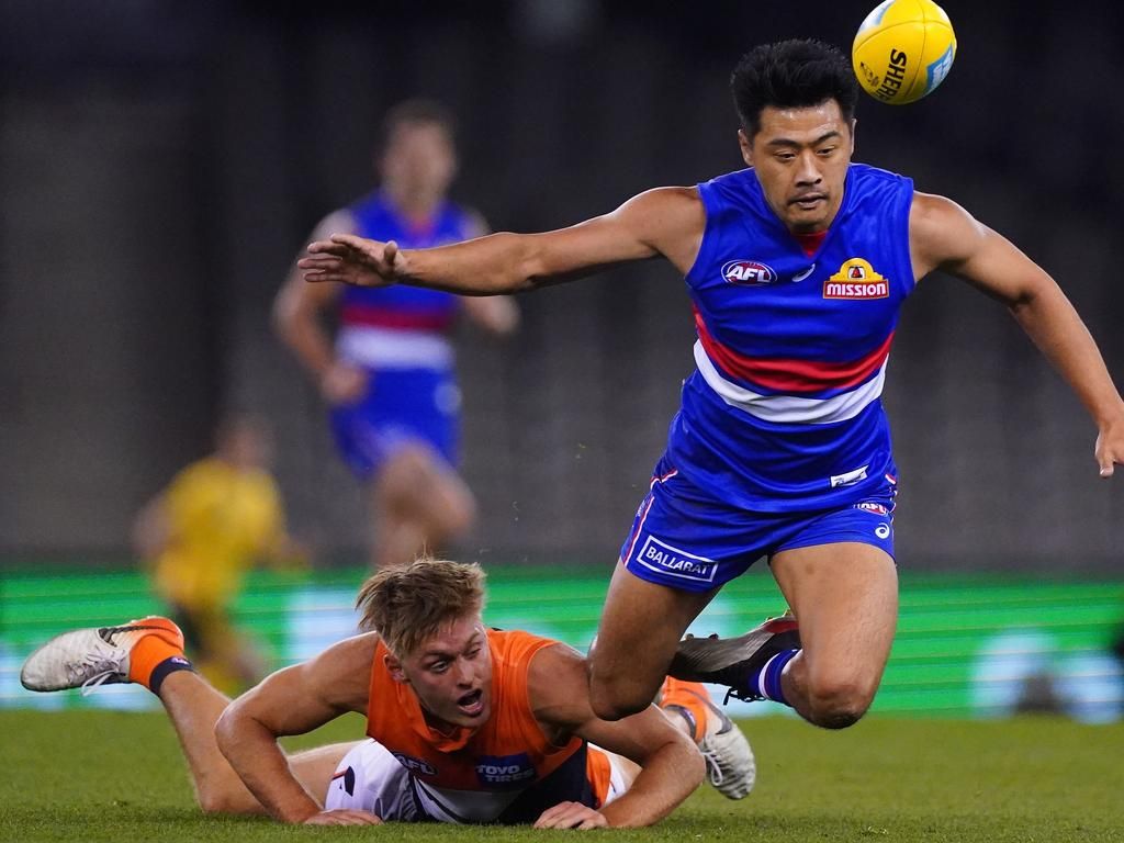 Lin Jong of the Bulldogs competes for the ball during the Round 3 AFL match between Western Bulldogs and GWS Giants at Marvel Stadium in Melbourne, Friday, June 19, 2020. (AAP Image/Scott Barbour) NO ARCHIVING, EDITORIAL USE ONLY