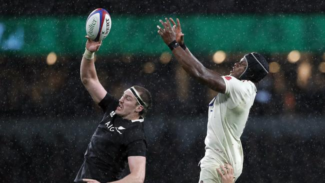 New Zealand's Brodie Retallick beat Maro Itoje three times in the air in the second half.