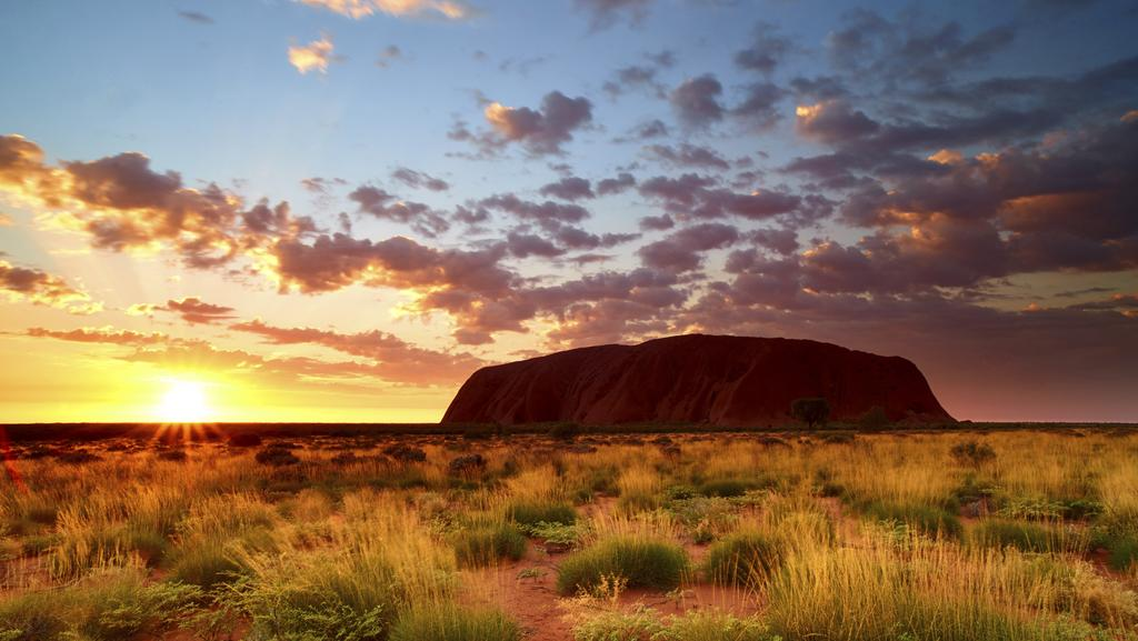 best time to book a trip to uluru in the northern