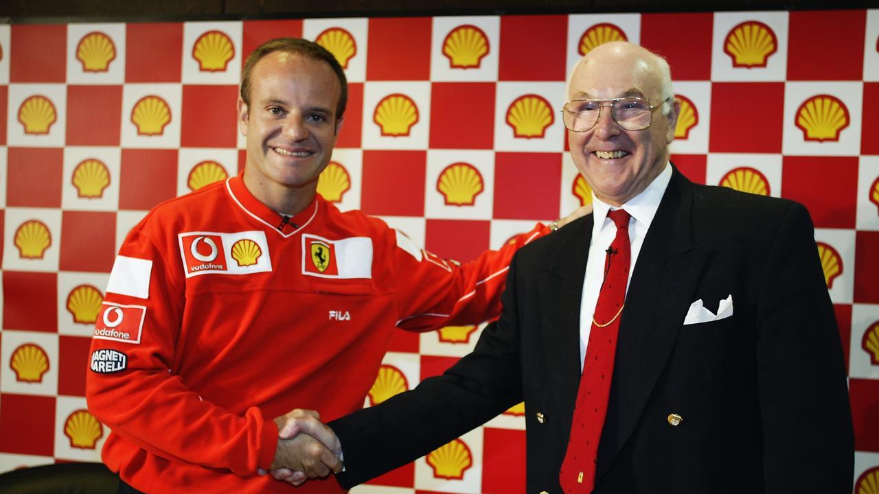 Walker dihormati oleh pengemudi di seluruh era. Di sini dia bersama mantan pembalap Ferrari Rubens Barrichello.