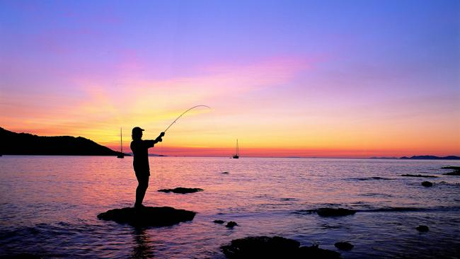 Magnetic Island. Fishing in Horseshoe Bay at sunset. Picture: Tourism Queensland