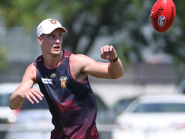 Jarrod Berry hits the track for the start of pre-season training. Picture: Peter Wallis