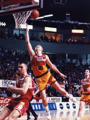 Andrew Gaze take it to the hole in 1993.
