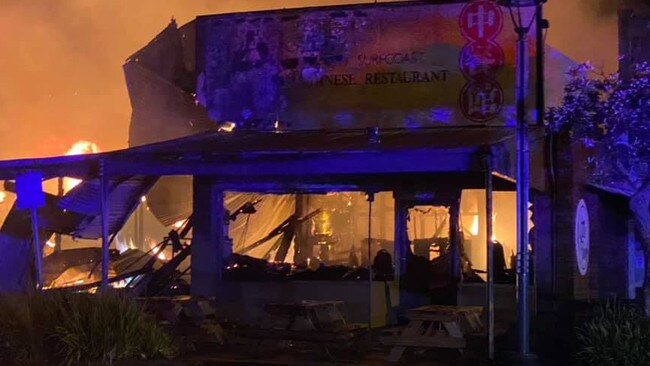 Apollo Bay fire: Buildings destroyed, motel evacuated in ...
