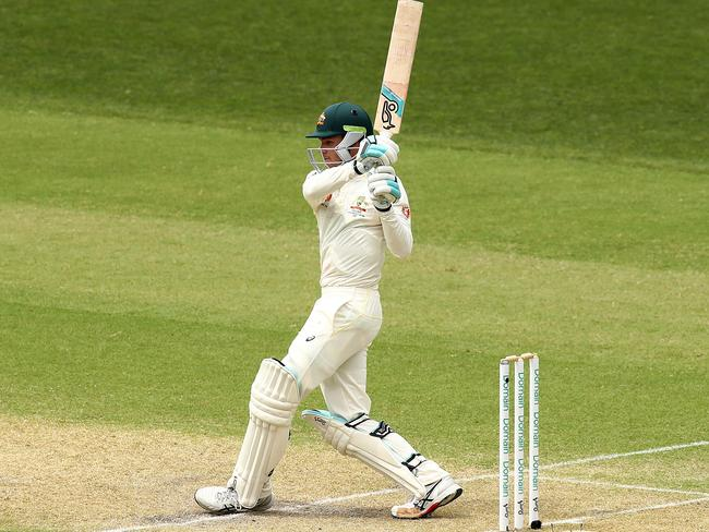 Peter Handscomb made a positive start before falling to a poor shot.