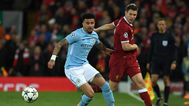Manchester City's English defender Kyle Walker (L) vies with Liverpool's English midfielder James Milner