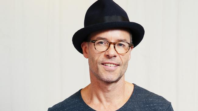 Guy Pearce aka public enemy number one.