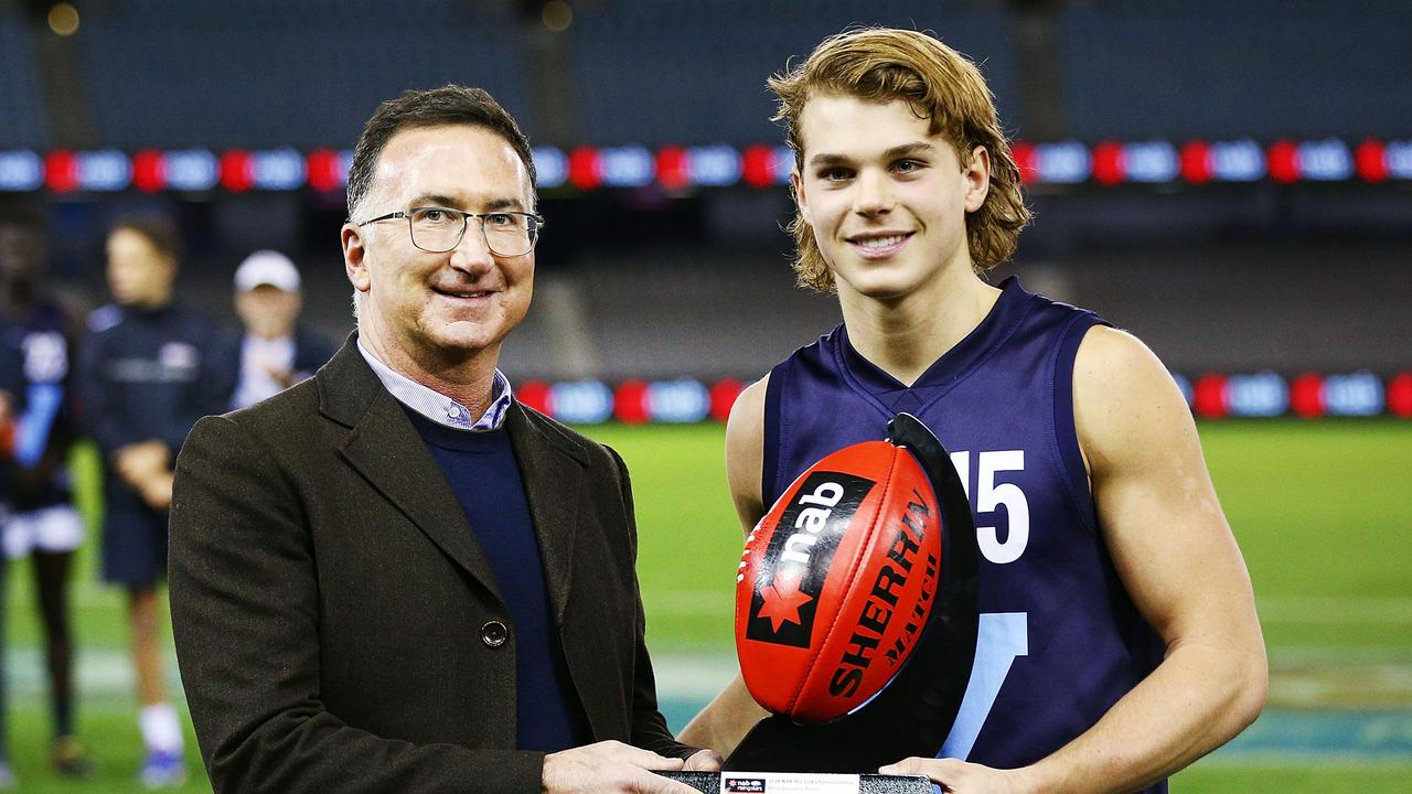 Bailey Smith is presented his MVP award. Photo: Michael Dodge/Getty Images.