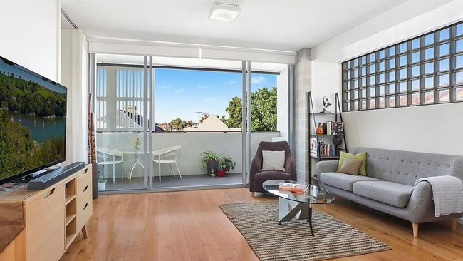 206/276 Marrickville Rd, Marrickville sold for $699,000.