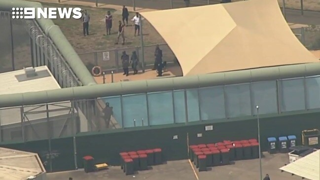 Inmates climb onto roof of juvenile detention centre (9 News)