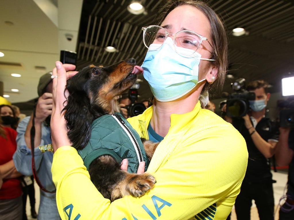 Australian Olympians Arrive Home to Brisbane