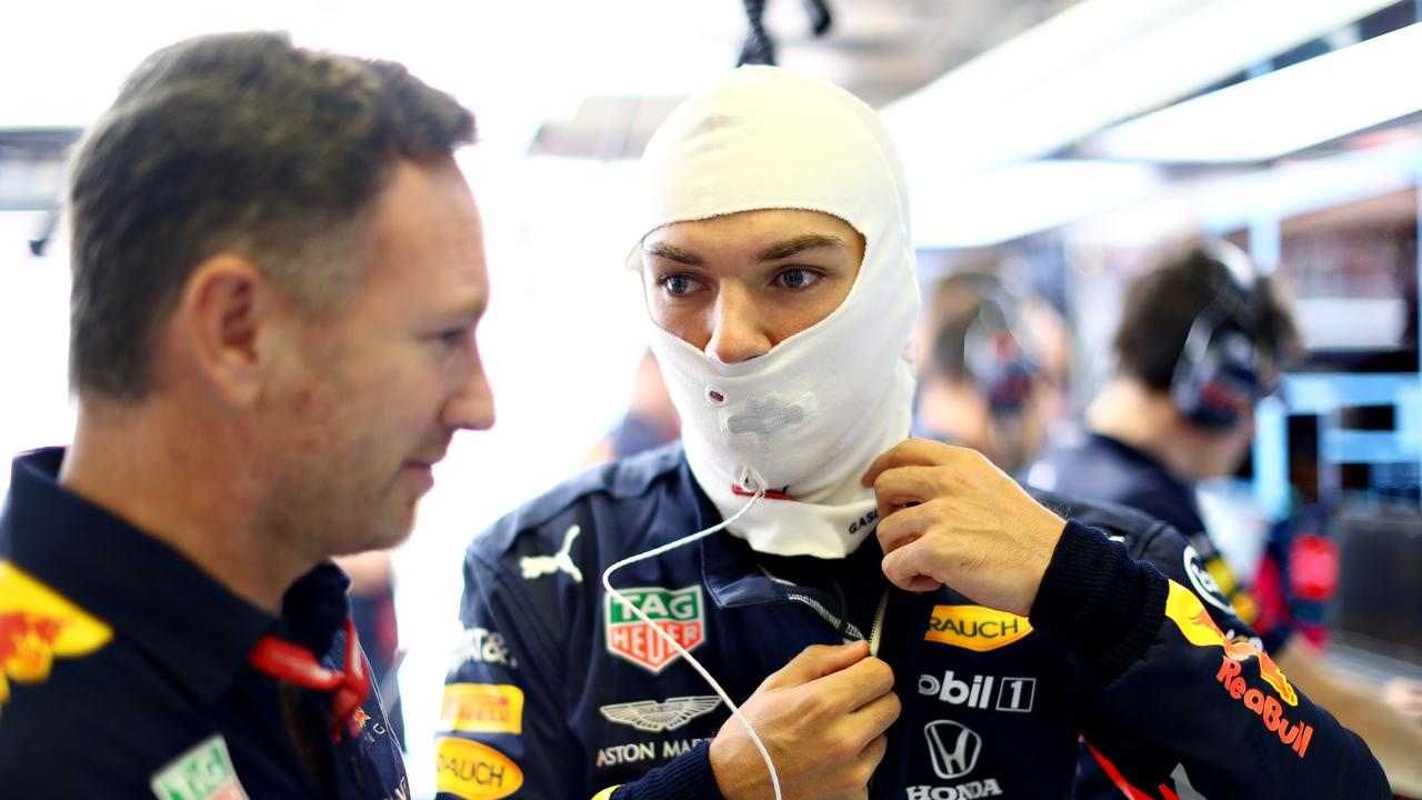 Gasly talks with Horner in the garage at the Hungaroring.
