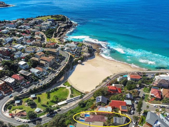 13 Thompson St, Tamarama, is also close by the beach.