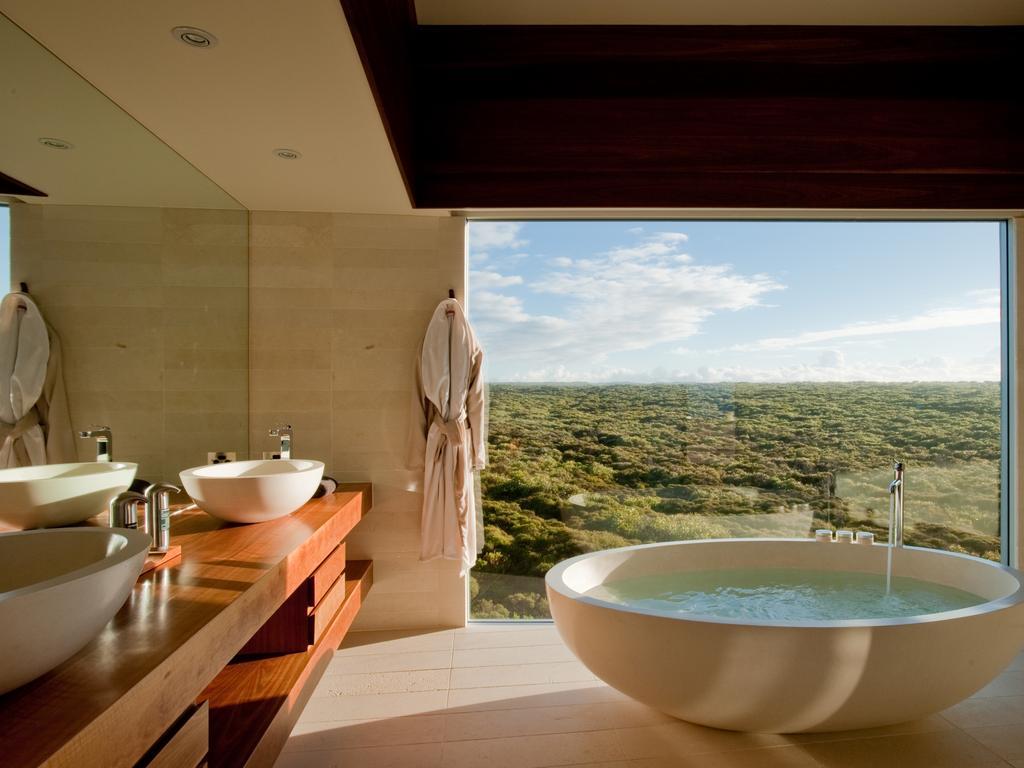 Australia\'s most amazing hotel bathtubs | Herald Sun
