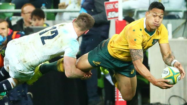 David Campese believes Israel Folau should move to outside centre for the Wallabies.