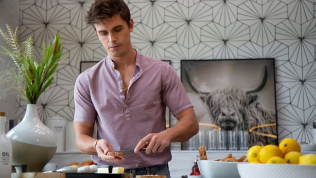Yes, Antoni, we'd love to cook with you. Image: Christopher Smith/Netflix