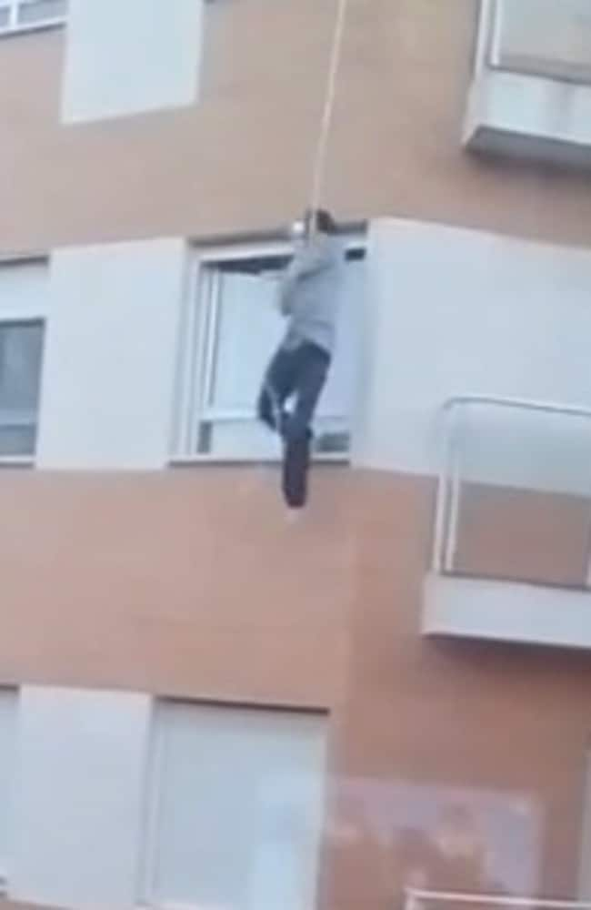 Man falls to death after forgetting keys to third-storey apartment