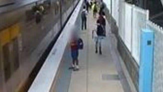 School Kid Comes Dangerously Close to Train in Sydney