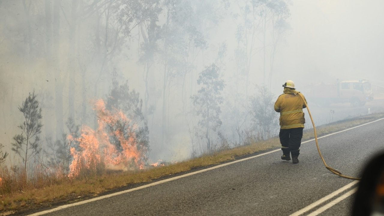 Residents urged to leave amid bushfire warning near Hobart