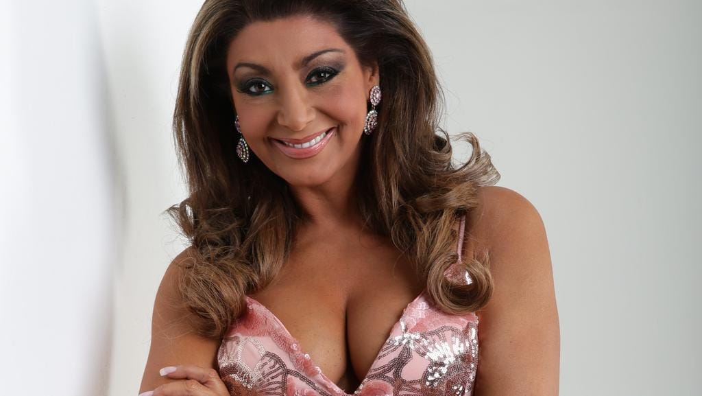Big Breasted Women Such As Gina Liano Dont Need To Cover Up Photographer