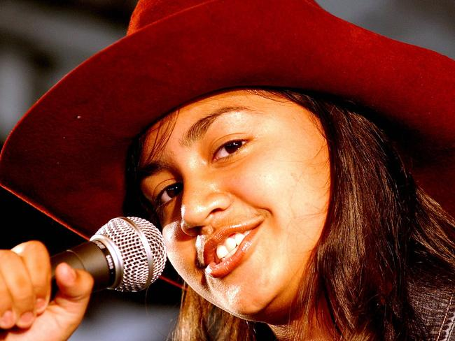 Jessica Mauboy, aged 14, performs in Tamworth in 2004