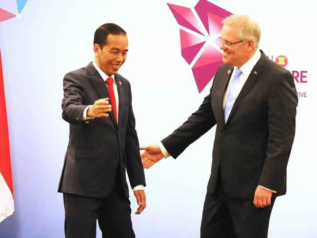 Australian Prime Minister Scott Morrison (r) with Indonesian President Joko Widodo at the ASEAN summit in Singapore.