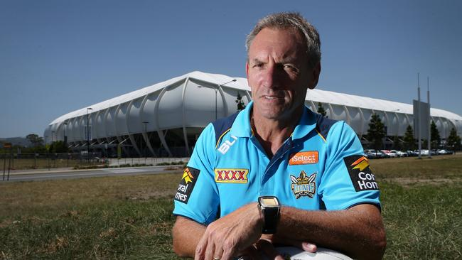 Titans assistant coach Neil Henry would be a perfect fit for the struggling Dragons.