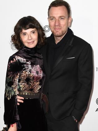 Ewan McGregor, Mary Elizabeth Winstead caught kissing as ...