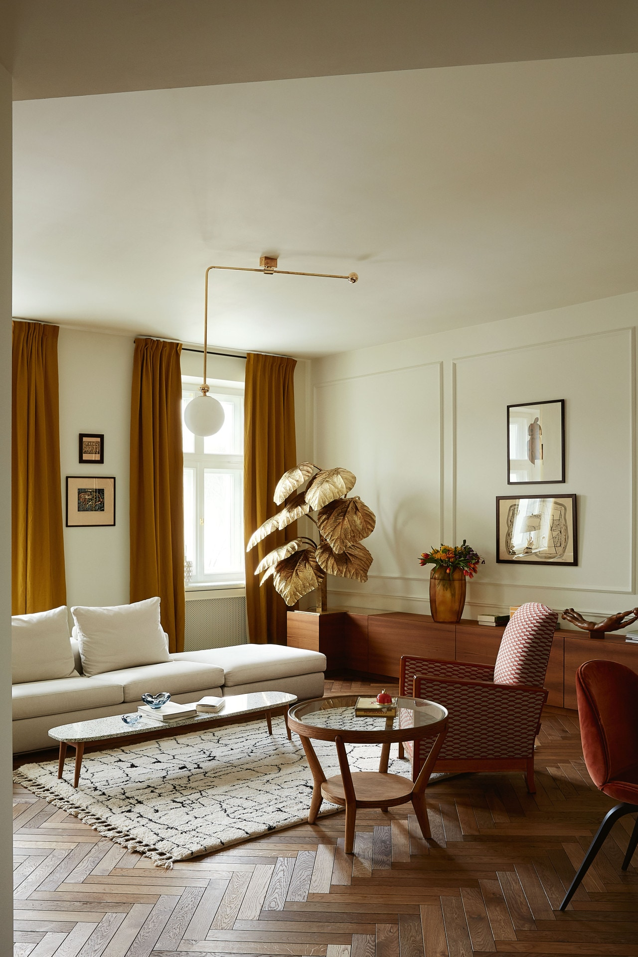 House tour: an elegantly furnished prewar apartment in the heart of Warsaw