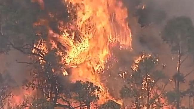 The fast-moving bushfire is threatening homes. Picture: 7 News
