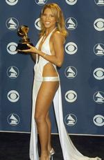 Toni Braxton forgot half of her outfit at the 2001 awards. Picture: Terry McGinnis/WireImage