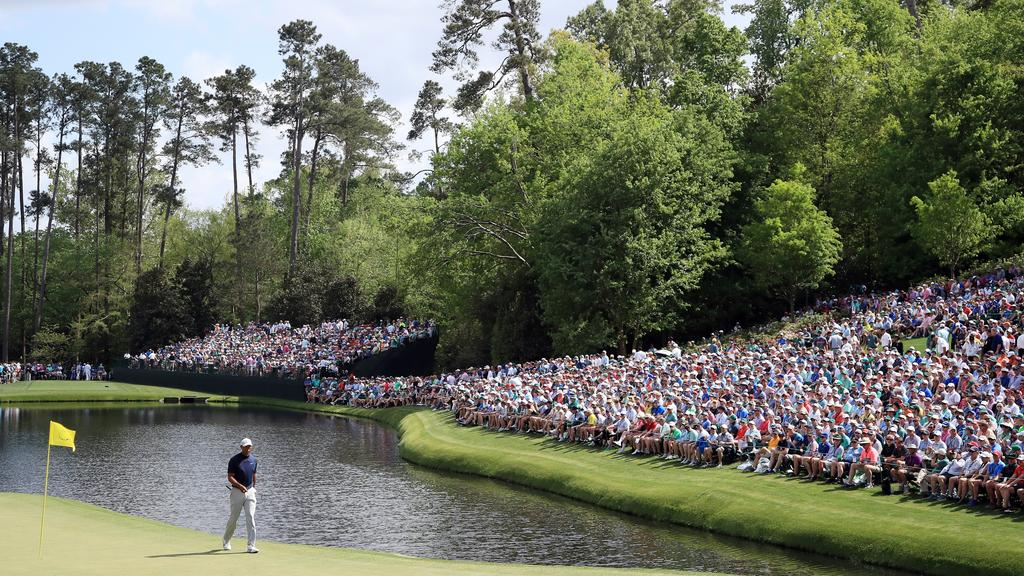 Fans pack the hill next to the 16th green watching Tiger Woods at Augusta in 2019 (Photo by Andrew Redington/Getty Images)