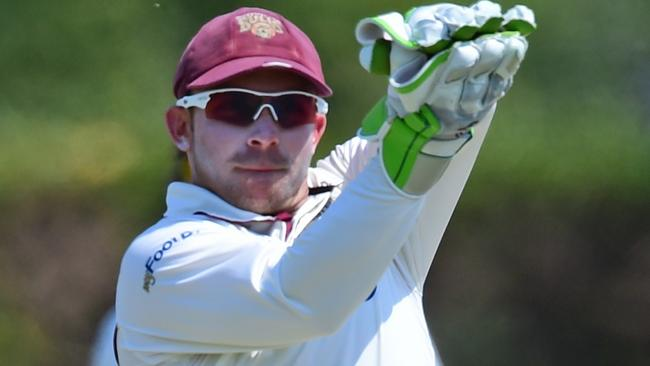 Bulls keeper Chris Hartley takes a return vs WA. Picture: Evan Morgan