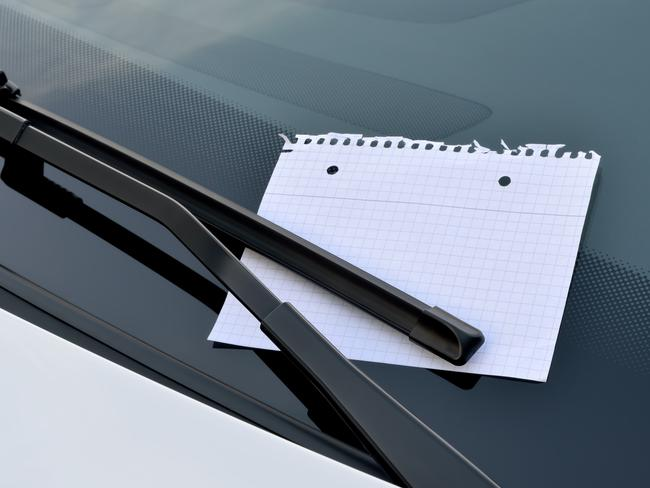 The woman found a handwritten note on her windscreen.